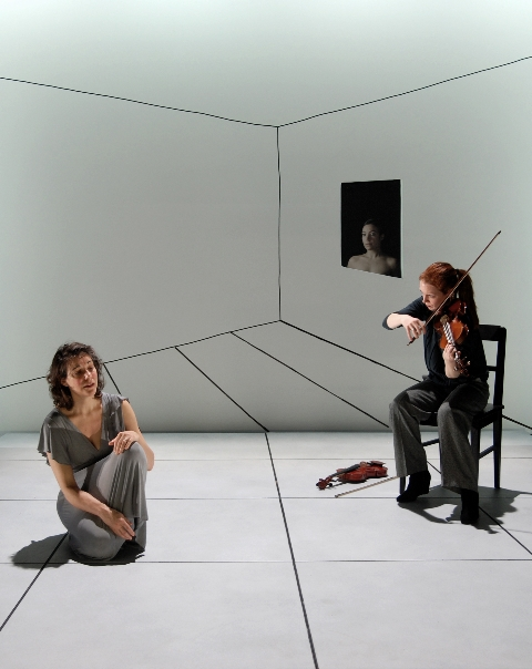 Kafka Fragments with Carolin Widmann, stage-design:Klaus Grünberg